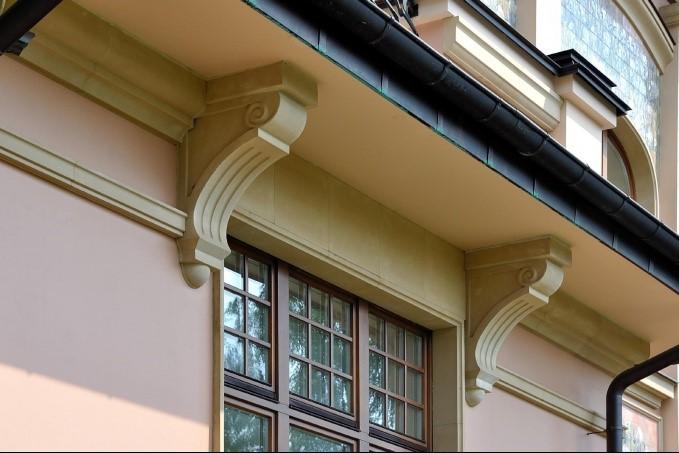 Обрамление оконных проемов элементами из архитектурного бетона